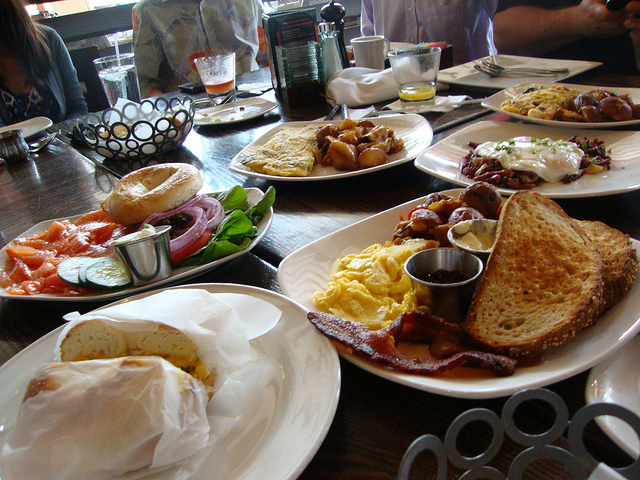 On the hunt for Victoria's best breakfast spots (Breakfast at Max's Grille by Katherine Lynch under CC licence)